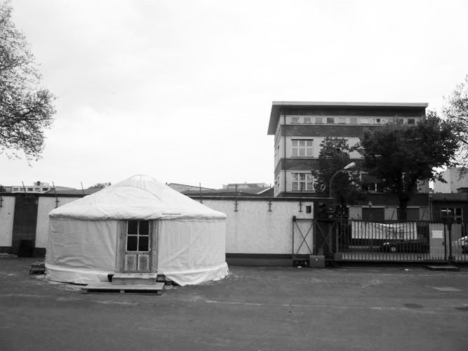 http://www.passiveactivism.net/files/gimgs/th-45_24yurt-at-uferstudios-berlin_larsschmidtbw.jpg